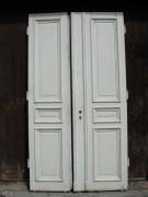 Herrschaftliche Flügeltüre, Wohnungstüre,  Abschlusstüre, Windfangtüre, zweiflügelig, 2/5 zu 3/5 Teilung, Kiefernholz.