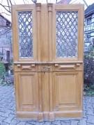 Historische Haustür zweiflg., mit Gußeisengittern und allen Beschlägen