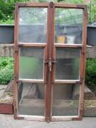 Fensterflügel, zweiflügelig, verziertem Griffstück, geschliffenen Gläser