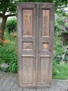 Historische kleine Haustüre, einflügelig, Kassetten