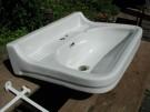 Perfektes Waschbecken mit zwei schönen Seifenschalen, inkl. zwei Stützkonsolen