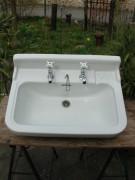 Waschbecken Porzellan mit original Wasserhahn