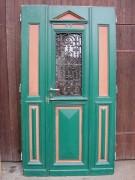 Haustüre zweiflügelig Gründerzeit, mit großem Gehflügel und schönem Ziergitter
