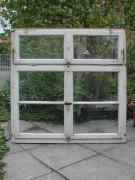 Historisches Fenster in quadratischer Form mit Oberlichtflügel
