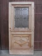 Historisches Haustürblatt mit geschmiedetem Gitter, große Lichtöffnung, sauber entlackt, Kiefernholz.