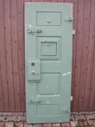 Extrem schwere sichere massive Gefängnistüre, mit Klappe u. Schloss