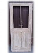 Windfangtür/ Wohnungstür einflügelig, sauber entlackt, große Fenster