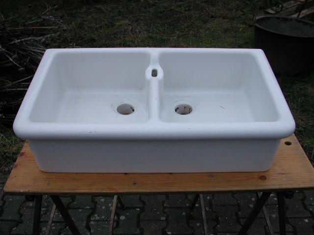 Doppel - Porzellanspüle, Waschbecken mit rundem Wulst. 81,5 B./46 T./21 H./ cm