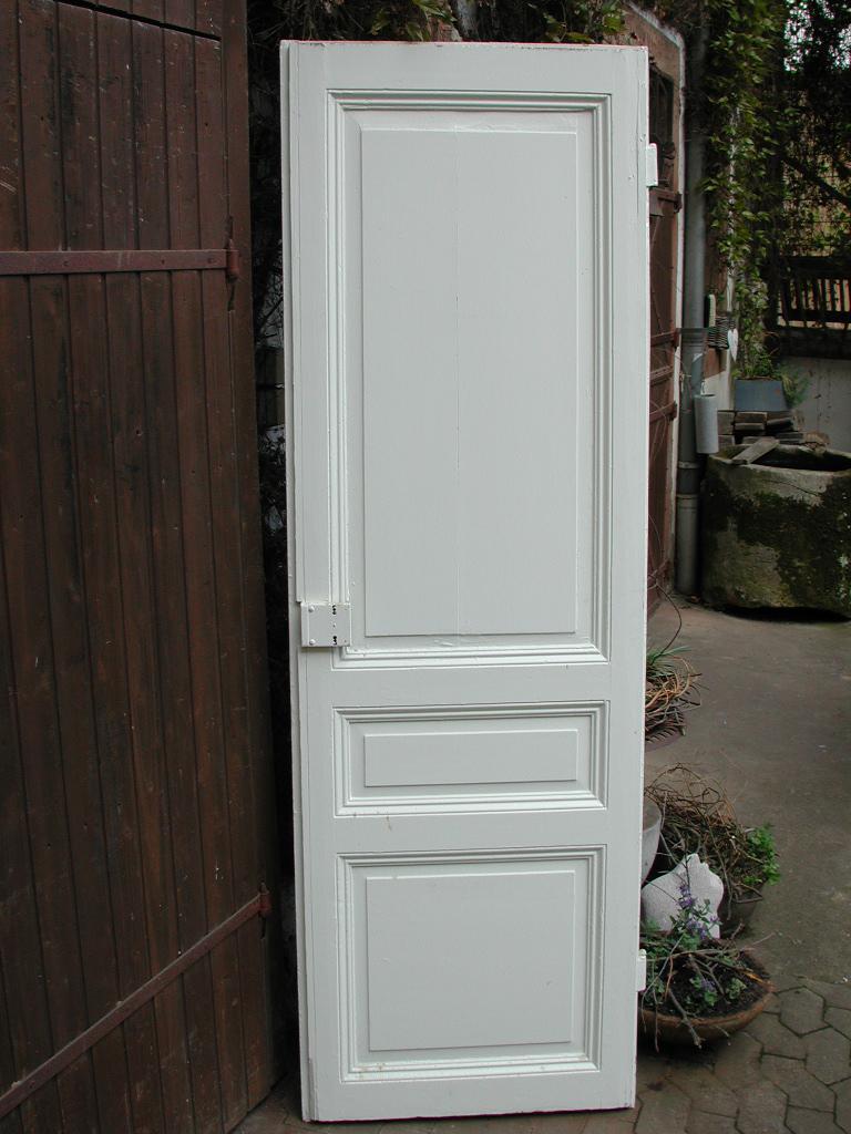Historische Zimmertüre mit Kassetten und profilierten Friesen