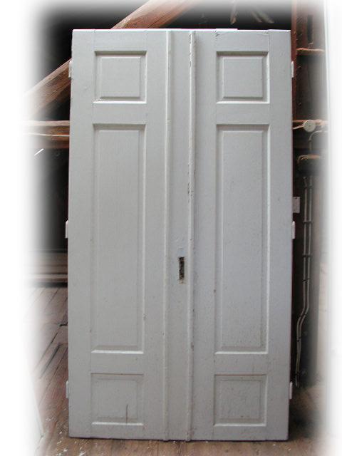 8 gleiche Flügeltüren / Wohnungstüren