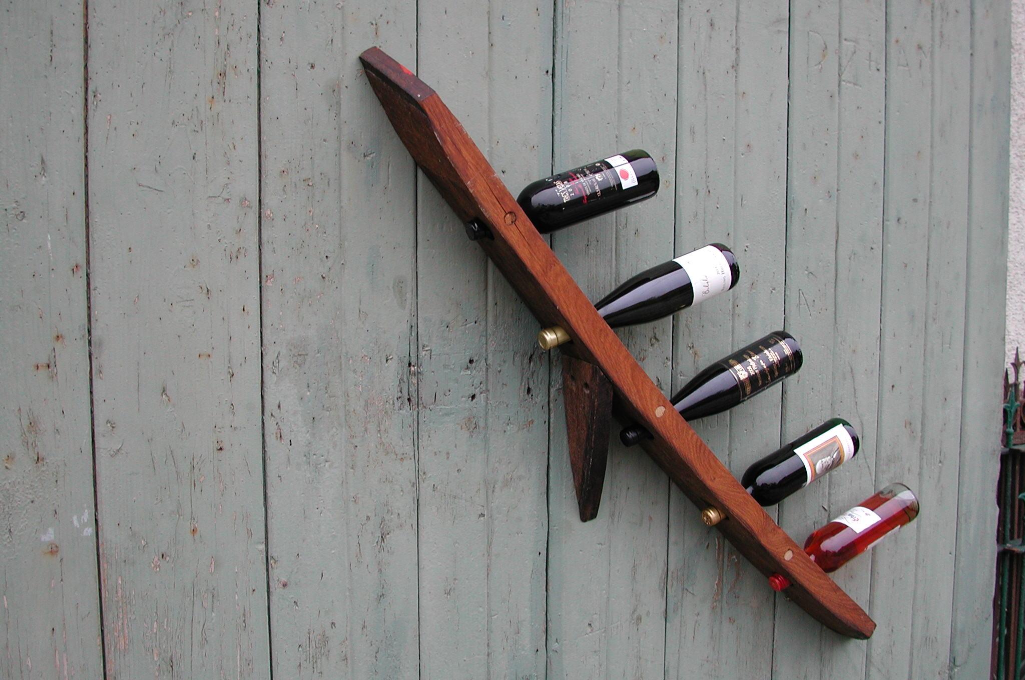 Eleganter Wandflaschenhalter aus historischem Eichenfassholz