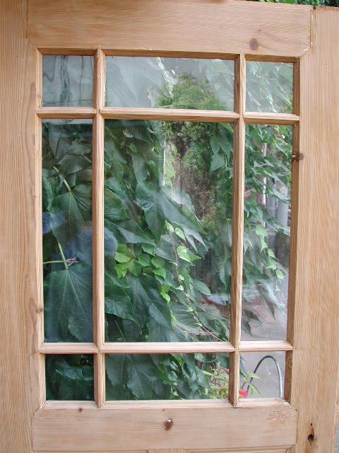 Historisches Zimmertürblatt mit Mehrfachsprosse, sauber entlackt, komplett intakte original Verglasung
