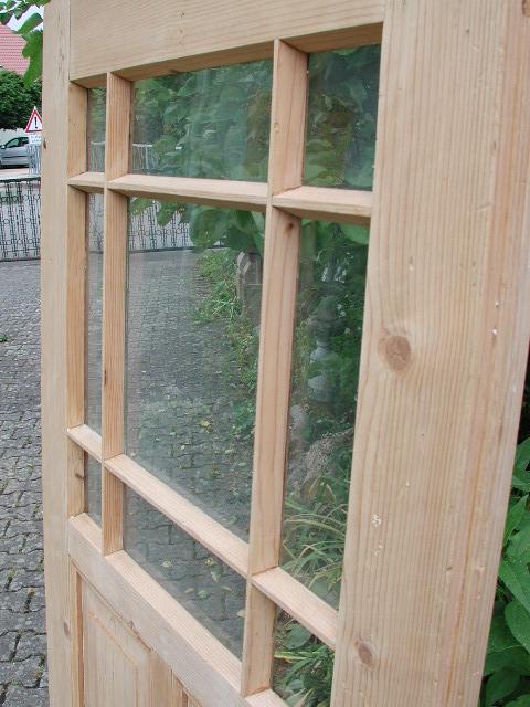 Antike Zimmertür mit filigraner Holzsprosse und Originalglas