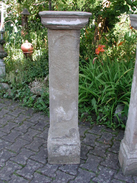 Antike Sandsteinsäulen mit Kapitell, vier Stück